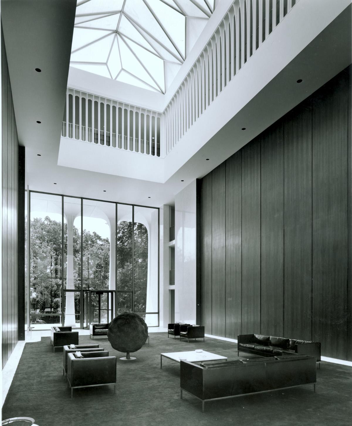 Architect: Minoru Yamasaki